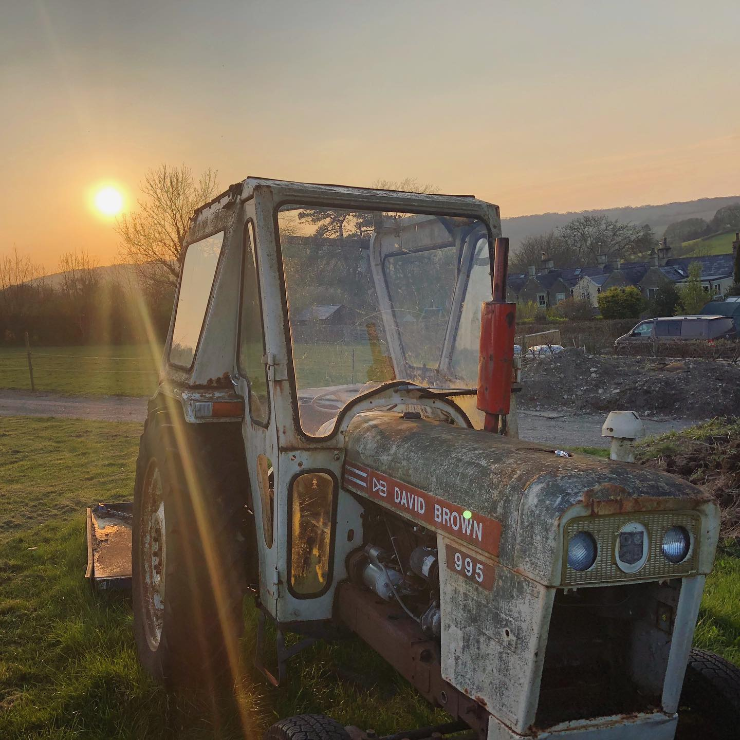 We captured this on yesterday's stroll  ...#villagelife #countryliving #wiltshire #tractor #farming #sunset #boxvillage #eveningstroll #exercise #stayathome #home