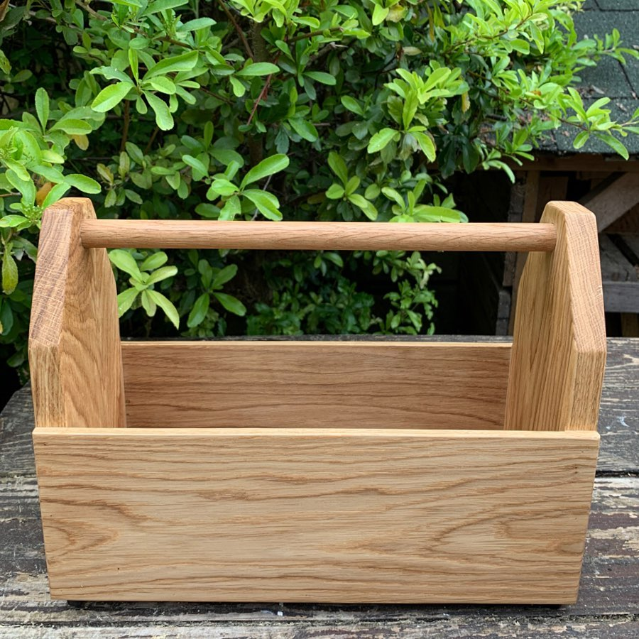 Morning everyone! We have been working on a few new products during the past few weeks. One of which is this Oak Caddy. Perfect for condiments, utensils, barbecue essentials, tools, plants... or anything you'd like to use it for really.....Overall size is 33cm x 13cm x H25cm Internal dimensions- 28.5cm x 11.5cm x H19.5 to handle. £29 plus £6.99 UK Postage.
