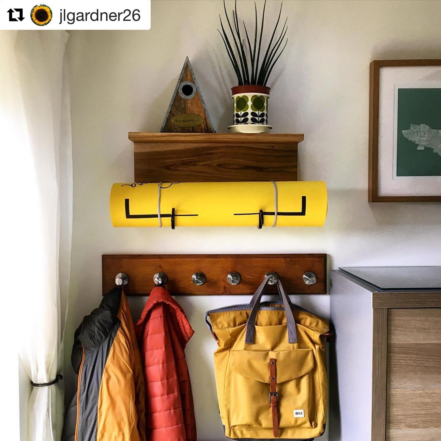 So lovely to see photos of our products in use! This yoga hook shelf works so well in this space 🏻 .#Repost @jlgardner26 with @get_repost・・・Absolutely loving my yoga mat storage oak shelf xxx🧡 .Thank you to the lovely @gingerandtweed  #oak #wood #shelf #handmade #yoga #yogainspiration #yogainstagram #yogamat #orlakiely #orlakielyplantpot #roka #rucksack #birdhouse #birdbox thankyou @dianeprescott1959