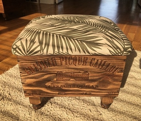 Just received this lovely shot of an ottoman sold last weekend at the @clevedonsundaymarket Loving the pattern that the sunlight is making here! ...#handcrafted #home #homedecor #house #interiordesign #chateau #fern #bringtheoutsidein #botanical #fabric #beautiful #useful #oneofakind #bespoke #clevedon #happycustomer #marketday #ottoman #ginger #tweed