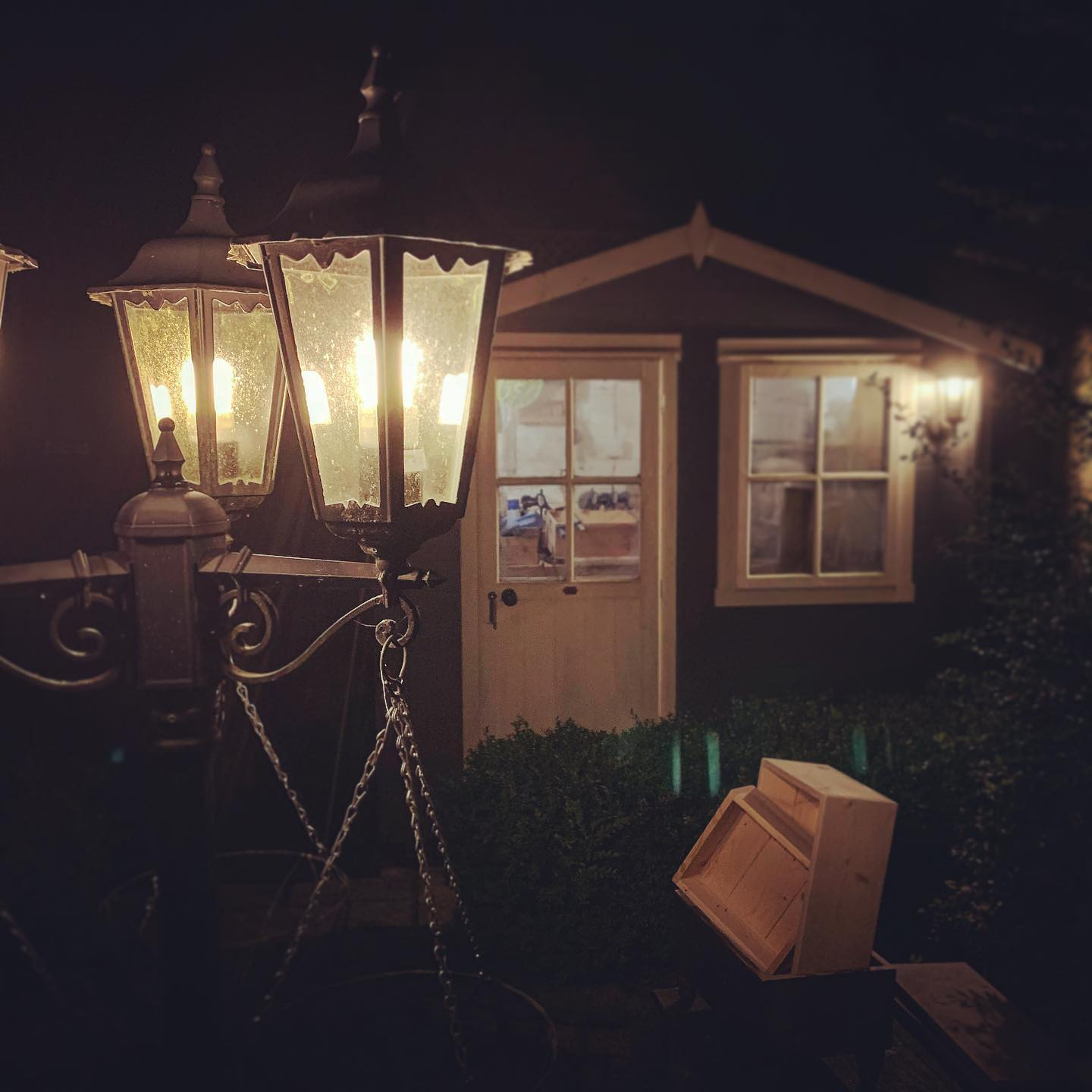 Our shed is, what can only be described as a Time Zap Zone! I enter some time after lunch... and suddenly it's dark!Photos of products start tomorrow... promise..! 😬....#workinghard #home #workshop #shed #smallbusinessgoals #productivity #design #homedecor #garden #narnia #woodworking #timeflies