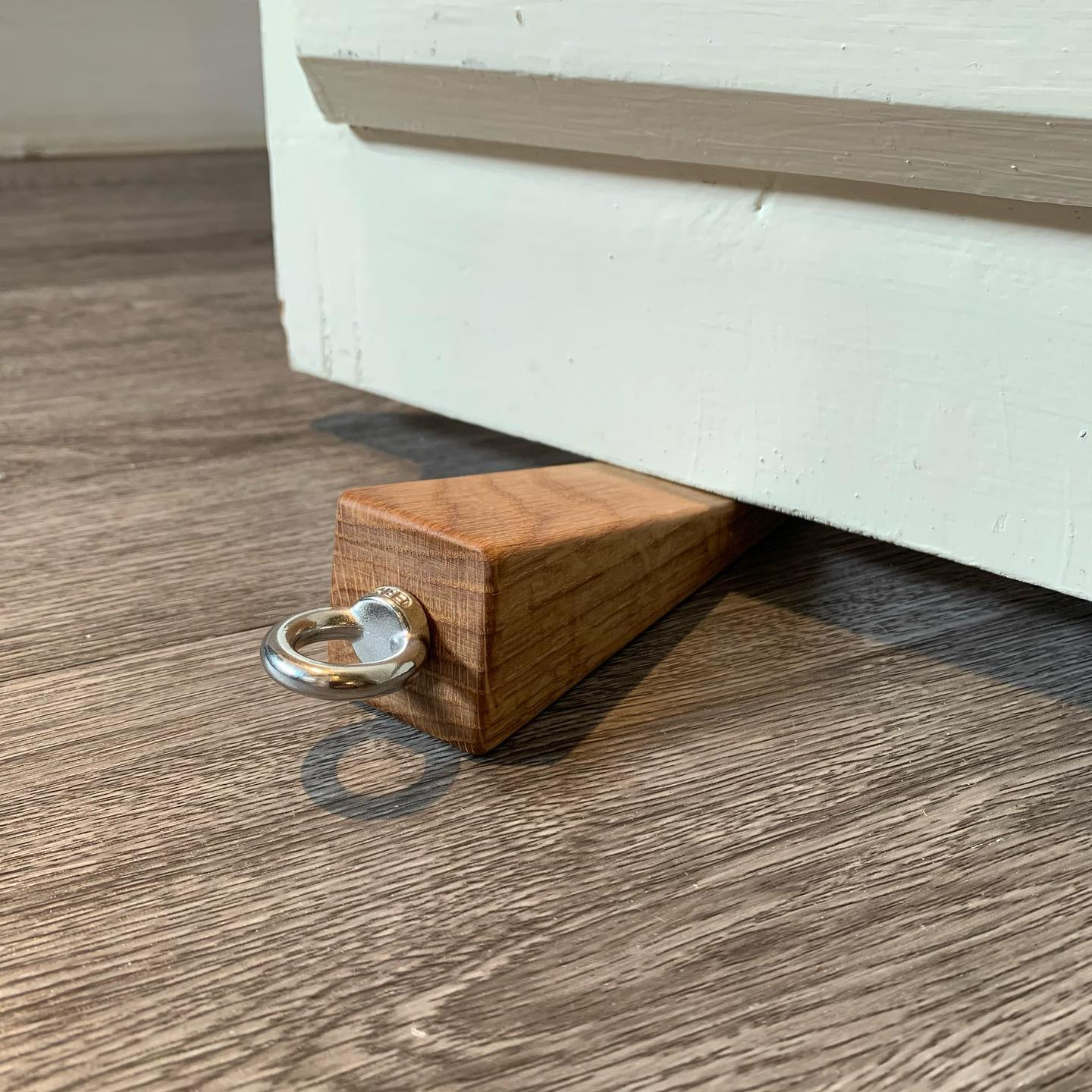 A new addition to our door wedge family is now available online! £12 plus shipping....#newproduct #winter2021 #oak #doorstop #handcrafted #homedecor #industrial #simplebutbeautiful #functionandform #gingerandtweed