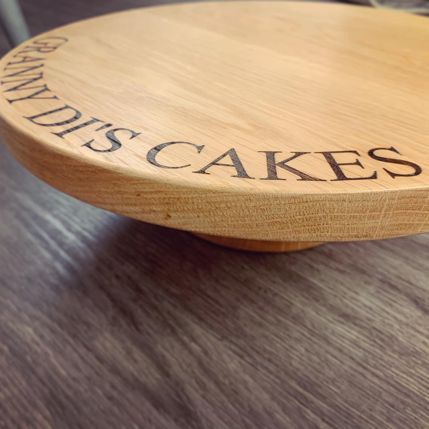 We made this bespoke cake stand commission just before Christmas and totally forgot to share it. A lovely personalised gift! ..#bake #bakeoff #cake #bespoke #personalise #oak #platter #kitchen #party #festive #specialgifts #specialoccasion