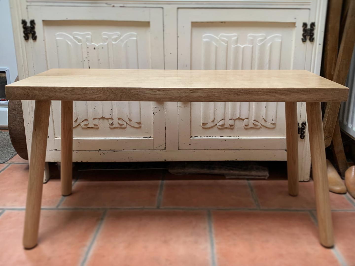 This lovely oak bench went to its forever home today, we're absolutely delighted with it! ..#oak #scandi #homedecor #beautifulwood #myhyggehome #handcrafted #homewares #natural #home #gingerandtweed