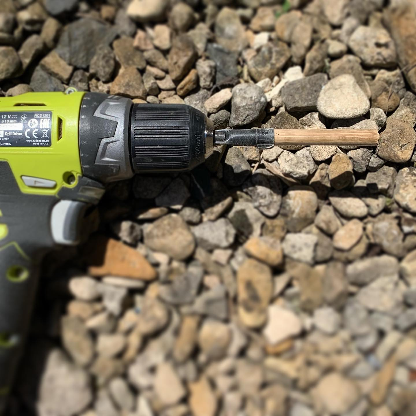 Sometimes the simplest things bring us joy! A Pen lid fixed to a drill … genius idea by Tweed. Hand sanding this tiny dowel for our oak picture frames was once a time consuming and arm aching task, not any more! ..#toolshed #hack #makingthings #handcrafted #ryobi #