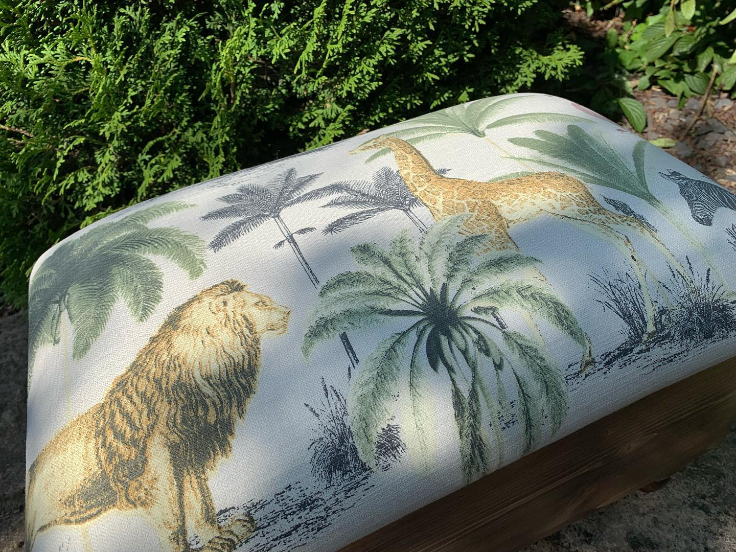 What colour scheme have you gone for in your living room? We're currently stocking up on ottomans to take to markets and there are so many fabric choices! Personally, I'm loving blues, greens and quirky prints. ...#visibilityfest #homedecor #handmade #colourscheme #ginger #tweed #home #upholstery #longleat #safari #beautifulprints #fabricdesign #pattern #livingroomdecor