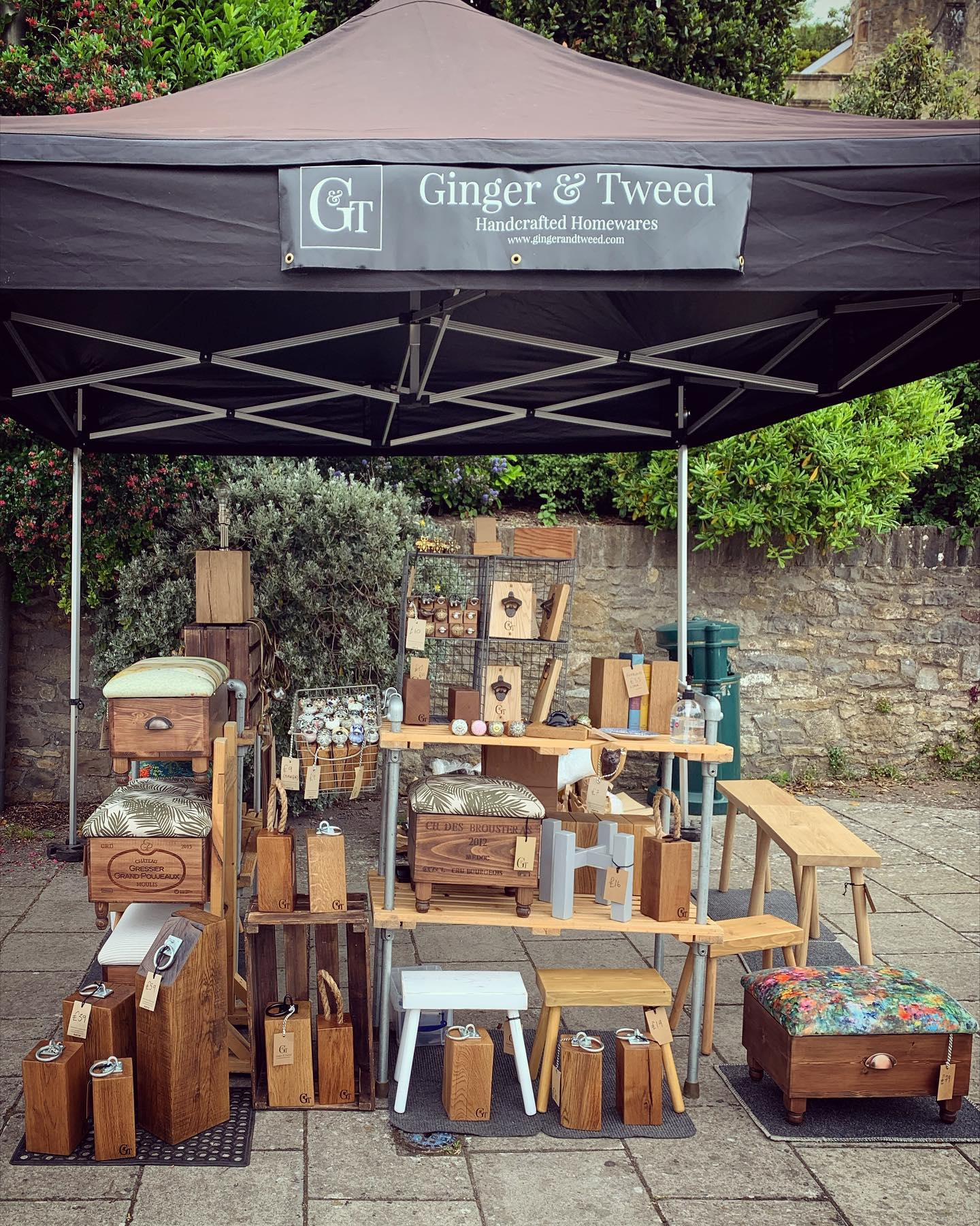 We'll be at the top of Hill Road tomorrow from 10 until 2. Looking forward to bringing along a fresh batch of large magnetic Picture hangers, headphone stands, new landscape note clip stands and a couple of sample products we've been working on. Hopefully the weather is kind 🤞#britishsummer #shoplocal #bristol #smallbusinesssunday #marketday #craft #homedecor #handmade #wiltshire #somerset #supportingindependentbusinesses