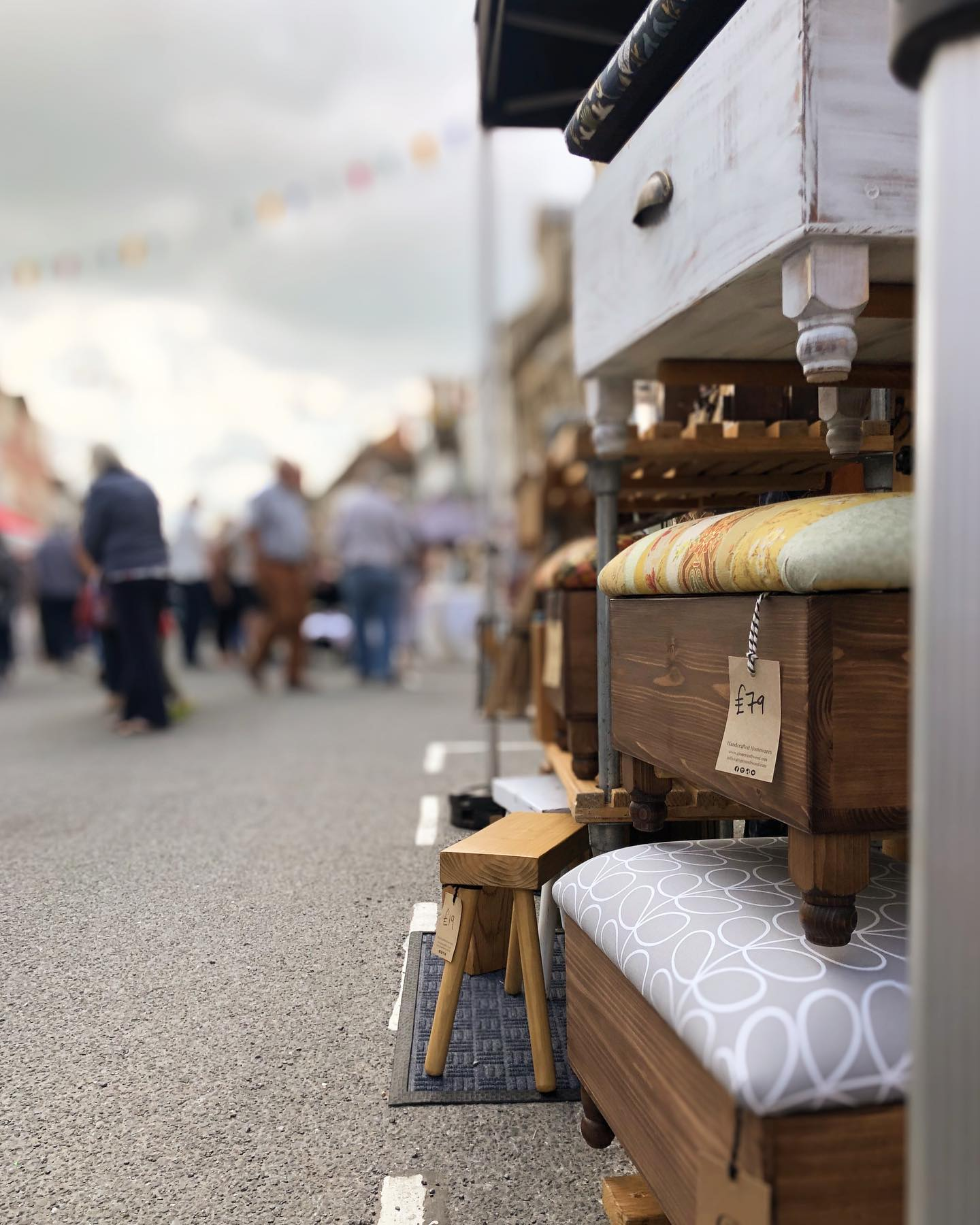One hour left to visit today's Malmesbury street market. The sun is shining, there's live music and lots of lovely stalls to browse. .#livemusic #community #shoplocal